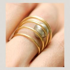 "Ring | Lia Di Gregorio Gioielli. ""Mobile"". 18k gold and Tahiti pearl"