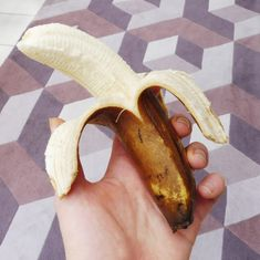 Bananas - You Will Never Throw Them Away Again How to keep bananas fresh and avoid overripening. And lots of recipes for using over ripe bananas that AREN'T banana bread! Keep Bananas Fresh, Health And Fitness Tips, Banana Bread, Breakfast Recipes, Yummy Food, Lunch, Healthy Recipes, Snacks, Dinner
