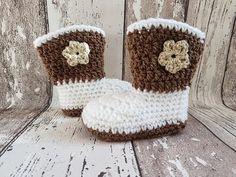 Bekijk dit items in mijn Etsy shop https://www.etsy.com/nl/listing/523687333/crochet-baby-cowboy-booties-baby-uggs