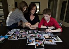 Da direita para a esquerda, o garoto transgênero Wren Kauffman, a mãe, Wendy Kauffman, e a irmã menor, Avy Kauffman (Foto: Jason Franson/The Canadian Press/AP)