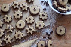 Kávové cukroví s královskou polevou - Avec Plaisir Cookies, Food, Crack Crackers, Biscuits, Essen, Meals, Cookie Recipes, Yemek, Cookie