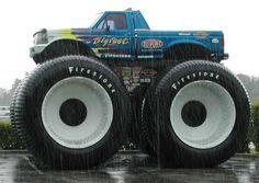 big foot monster truck It takes four people to watch for side obstacles while driving down the street. Rc Trucks, Diesel Trucks, Lifted Trucks, Cool Trucks, Pickup Trucks, Cool Cars, Antique Trucks, Vintage Trucks, Big Monster Trucks