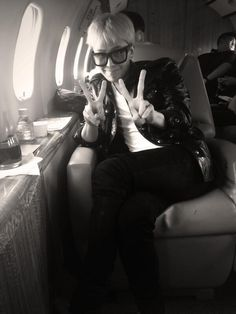 G-Dragon heading to Shanghai on Jackie Chan's private jet. (twitter update)