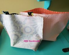 How to Make a Simple Tote Bag - JMB Handmade Diy Fabric Purses, Diy Bags Purses, Fabric Wallet, Patchwork Bags, Quilted Bag, Easy Tote Bag Pattern Free, Free Pattern, Diy Bags Patterns, Sewing Patterns