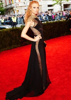 Taylor Swift looked stunning in this Black and Gold Gown
