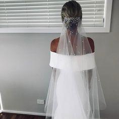 • ONE DAY BRIDE • Amanda wears the @chosenbyoneday Sadie gown with our pearl embellished Lorinska Veil • Shop online • #veil #wedding #bride #weddingdress #Regram via @onedaybridal