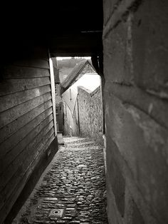Reigate - Secret Passageways Passage Secret, Hidden Compartments, Hidden Rooms, Up House, Doorway, Surrey, Pathways, Gate, The Secret