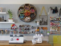 Peg board ideas for your sewing room! Coin Couture, Crafts For Teens, Fun Crafts, Costura Diy, Sewing Room Organization, Organizing Ideas, Studio Organization, Ideas Para Organizar, Sewing Rooms