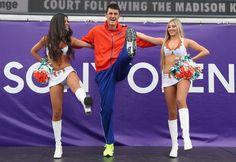 Bernard Tomic a dansat cu majoretele de la Miami Dolphins