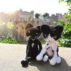 The #crochetcats versions of my cats couldn't resist a touristy pic at the London Tower. #londonlove #london #crochet