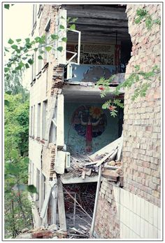 Art in the ruins  chernobyl photos  http://englishrussia.com/2006/09/13/lost-city-of-chernobyl/#