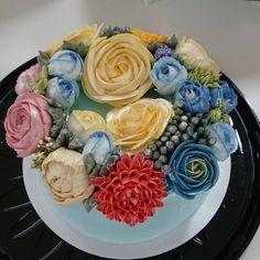 Detalhes de alguns dos bolos executados em aula Flower Cake do #cursodechantininho de hoje. Com Receitas autorais de chantininho que está florindo o Brasil  Calculo um alcance de mais de 10.000 alunas, por meio dos meus cursos e dos principais cursos pelo Brasil que usam minhas receitas da qual me sinto muito orgulhosa.
