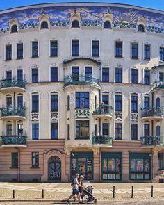 Prusa 5 #wroclaw #wrocław #wroclove #architecture#mrwroclover #peoplewalkingpastwalls #design #polska #architecture_hunter #archi_features #wroclove #minimalpeople #shotoniphone