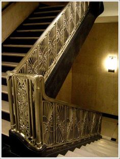 Beautiful Art Deco Staircase in The Chicago Daily News Building/Riverside Plaza Art Deco World ( Art Deco Decor, Art Deco Home, Art Deco Design, Decoration, Architecture Design, Architecture Art Nouveau, Tech Art, Escalier Art, Streamline Moderne