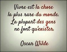 Et c'est Oscar Wilde qui le dit ! Oscar Wilde, Words Quotes, Wise Words, Life Quotes, Positive Mind, Positive Attitude, French Quotes, Visual Statements, Sweet Words