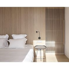 Perfectly Simplified Bedrooms Lisbon Apartment by Samuel Torres de Carvalho Architecture Photography by Alexander Bogorodskiy . Home Bedroom, Bedroom Decor, Lisbon Apartment, Dispositions Chambre, Interior Architecture, Interior Design, Interior Paint, Interior Minimalista, Bedroom Layouts