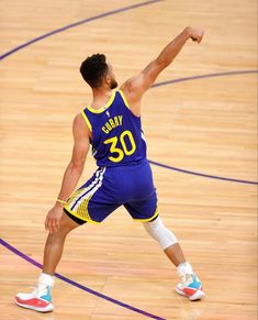 Basketball Legends, Basketball Players, Basketball Court, Stephen Curry Photos, Warriors Game, Sports, Games, Streetwear, Funny