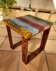 Indoor Pallet Furniture, Diy Furniture Couch, Furniture Projects, Rustic Furniture, Painted Furniture, Palette Deco, Wooden Pallet Projects, How To Antique Wood, Wood Pallets