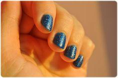 #manicure #mani #manioftheday #motd #nails #nailsoftheday #notd #paznokcie #naillacquer #nailpolish #lacquer #polish #nagellack #blue #glitter #bell #glamnight #bellglamnight #goldenrose #goldenroseparis