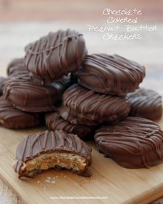 Chocolate Covered Peanut Butter Crackers-taking your favorite snack to the next level by covering it in chocolate! So yummy! Chocolate Almond Bark, Chocolate Peanut Butter Cheesecake, Chocolate Recipes, Chocolate Chocolate, Chocolate Smoothies, Chocolate Shakeology, Chocolate Snacks, Dipping Chocolate, Chocolate Roulade