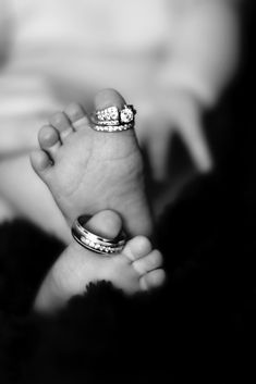 This is so sweet!  My pregnant friend, you know who you are, please do this with your babies feet.