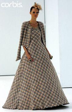 "chanel haute couture 2005 | ... Chanel ""Haute Couture"" Fashion Show - Collection Fall-Winter 2004-2005"