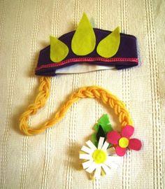 Coroa da Rapunzel em feltro com  trança em lã. Enfeites de flores de feltro. Fechamento com elático. Tamanho: a partir de 2 anos Pode ser feita em outras cores Quantidade mínima 10 peças R$ 9,00
