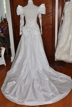 Vintage Priscilla of Boston White Wedding Gown by TRACEOFVINTAGE