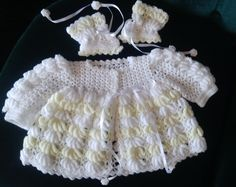 Baby wear, white and yellow, handmade by Merle, for baby or reborn dolls. Make And Sell, How To Make, How To Wear, Reborn Dolls, Baby Wearing, Lace Shorts, Beautiful Things, Bra, Yellow