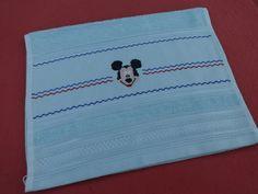 Toalha de lavabo - bordado em ponto cruz - desenho do mickey