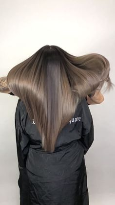 Ash Brown Balayage Trendfrisuren Frank, akkurater Mittelscheitel oder This particular Ash Brown Hair Color, Brown Hair Shades, Brown Blonde Hair, Light Brown Hair, Brown Hair With Highlights, Hair Color Highlights, Ash Color, Hair Colour, Cool Brown Hair