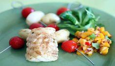 Breiflabb er en fast fisk som passer bra som grillmat. Serveres med grønnsaksspyd og mangosalsa. #fisk #oppskrift #middag