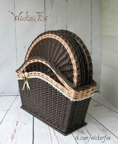 Arts And Crafts Store Kitchen Baskets, Baskets On Wall, Storage Baskets, Wicker Baskets, Newspaper Basket, Newspaper Crafts, Basket Weaving Patterns, Paper Furniture, Creative Bag