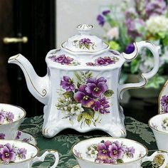 .Lovely Pansy Tea Set