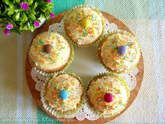 Cupcakes Páscoa de Iogurte com pepitas de chocolate e Smarties / Easter Chocolate chip yogurt Cupcakes with Smarties - ArTime