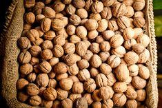 Kamarát mi poradil, ako prasknúť orech bez poškodenia jadra: Za hodinu 5 kg orechov a tie jadrá môžete aj predávať! Almond, Food, Candle, Essen, Almond Joy, Meals, Yemek, Almonds, Eten