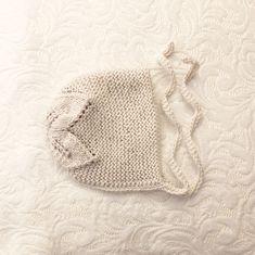 Babylue med bladmønster i fargen kitt. Knitted Hats, Crochet Hats, Knitting, Shopping, Fashion, Threading, Knitting Hats, Moda, Tricot