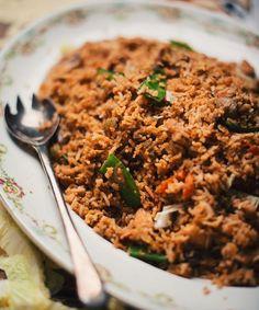 Riz frit au poulet et légumes Confort Food, Asian Recipes, Ethnic Recipes, Mets, Couscous, Fried Rice, Gluten Free Recipes, Plat Simple, Grains