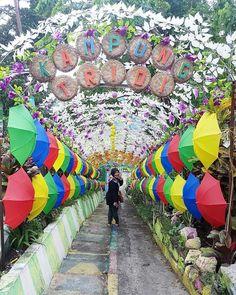 From @uzzysavitri - . . Kampung Tridi - Malang . #malang #malanghits #malangkipa #arema #malangmbois #lingkarmalang #jalanjalan #visitmalang #exploremalang #jodipan #kampungwarna #kampungwarnawarni #kampungtridi #kampung3d #jembatankaca #color #colorfull #photooftheday . . Jangan lupa TAG teman seperbolanganmu dan gunakan #kejatim siapa tau foto kalian yang akan kami repost  Terima kasih sudah berbagi sumber refrensi wisata di jatim (jawa timur)
