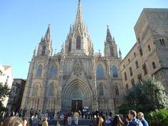 La #Catedral de #Barcelona fue la única iglesia que no fue incendiada por los anarquistas en la Guerra Civil, todo en ella se conserva intacto. http://www.viajarabarcelona.org/lugares-para-visitar-en-barcelona/la-catedral/ #turismo #guia #viajar #Catalunya