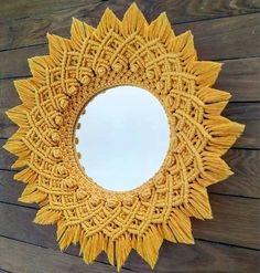 No photo description. Macrame Mirror, Macrame Wall Hanging Patterns, Macrame Art, Macrame Projects, Macrame Patterns, Macrame Knots, Art Macramé, Macrame Design, Macrame Tutorial