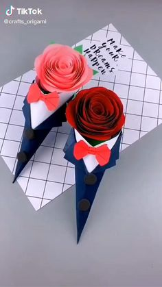 Cool Paper Crafts, Paper Flowers Craft, Paper Crafts Origami, Origami Art, Flower Crafts, Flower Art, Origami Rose Flower, Easy Origami Rose, Diy Paper