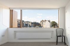 Scottish studio Konishi Gaffney has constructed a huge dormer window to convert the loft of a terraced house in Edinburgh into an extra bedroom. Loft Conversion Extension, Dormer Loft Conversion, Loft Conversions, House Extension Design, Roof Extension, Dormer Windows, Arched Windows, Loft Studio, Extra Bedroom