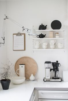Kitchen Interior, Kitchen Decor, Kitchen Design, Bright Kitchens, Home Kitchens, Black And White Furniture, Outside Room, Kitchen Corner, Minimalist Kitchen