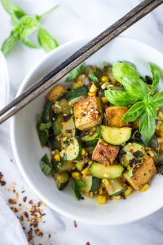 Zucchini, Corn and Basil Stir fry - a healthy easy vegan dinner, topped with your choice of tofu (or chicken or shrimp!) Simple and adaptable. Healthy Chicken Recipes, Rice Recipes, Vegetarian Recipes, Dishes Recipes, Salad Recipes, Recipies, Tofu Stir Fry, Chicken And Vegetables, Veggies
