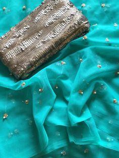 Rama Green net saree Half Saree Designs, Saree Blouse Designs, Saree Color Combinations, Bridal Makeup Images, Crepe Saree, Chiffon, Trendy Sarees, Net Saree, Baby Girl Dresses