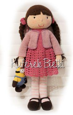 Ina - zabawka wykonana ręcznie na szydełku. Lalka ubrana jest w sukienkę, sweterek oraz szydełkowane buciki. Wielkość lalki : około 45...