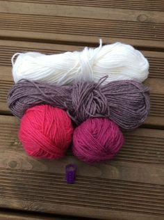 Langat Throw Pillows, Knitting, Socks, Cushions, Tricot, Stricken, Decor Pillows, Knitwear, Crocheting
