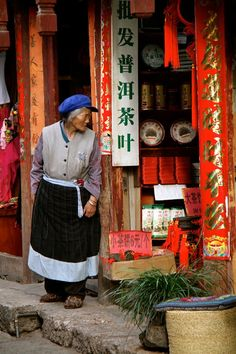 Woman in Lijiang, Yunnan, China