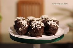 Raw vegan coconut chocolate truffles Coconut Chocolate, Chocolate Truffles, Coconut Truffles, Raw Cake, Raw Vegan, Cakes, Desserts, Recipes, Food
